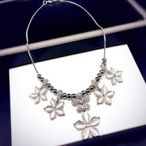 Flowers exaggerated clavicle chain necklace European and American fashion fresh sweater chain